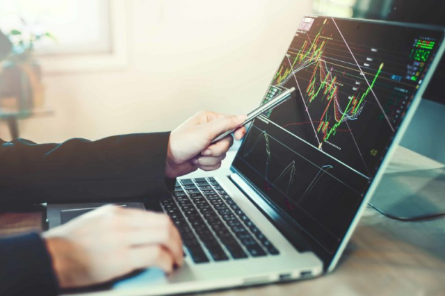 Effective Risk Management Techniques for the CFD Traders